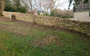 Long dry stone wall in Oakridge Lynch