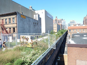 Photo: Looking north at the unfinished portion of the High Line, at 21st Street