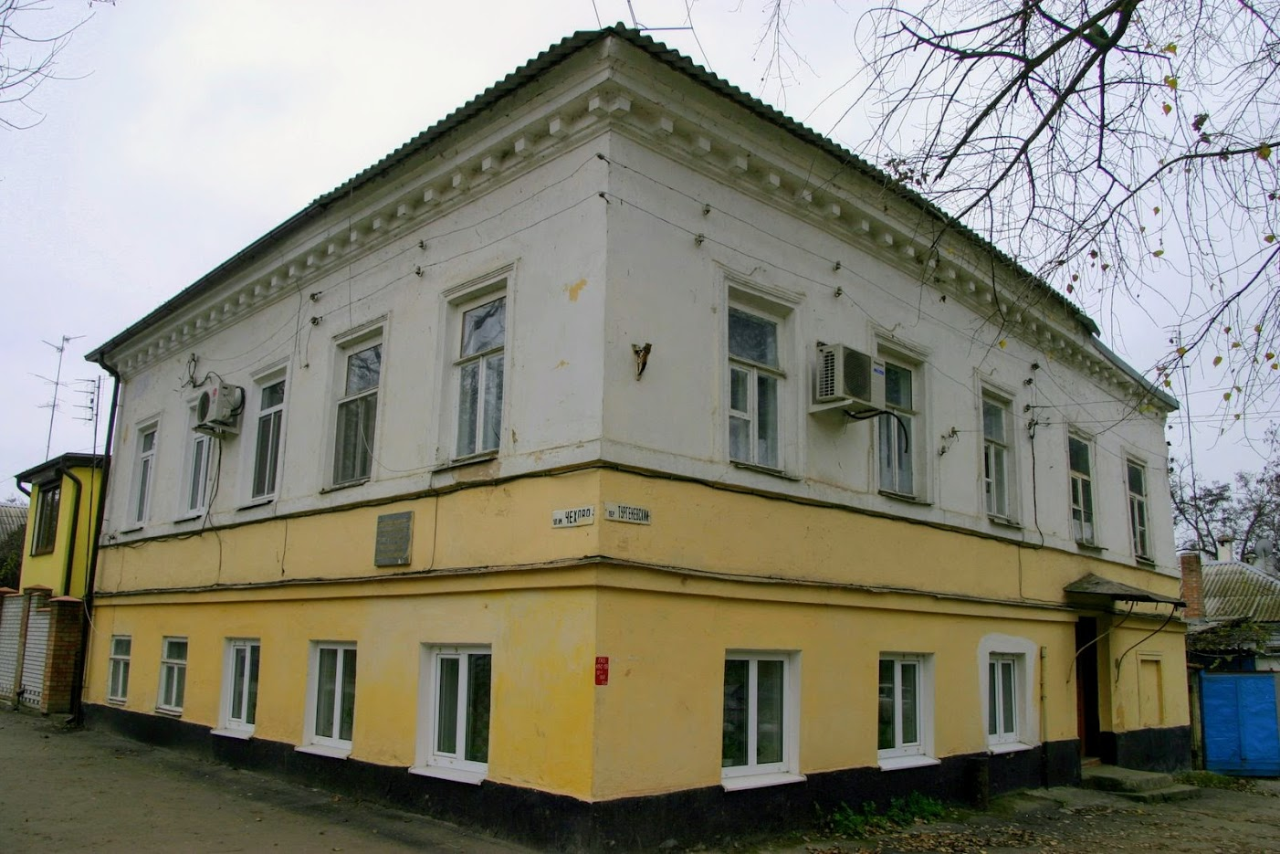 https://sites.google.com/site/istoriceskijtaganrog/cehova-ulica/dom-73