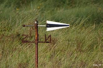 Photo: De windwijzer staat er nog, inmiddels wel dichter bij de zeekant door verschuiven/verstuiven van het eiland