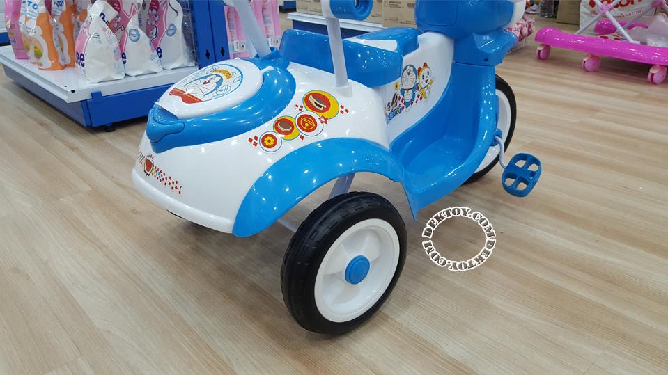 รถสามล้อเด็กหน้าโดราเอมอนก้นใหญ่ สีฟ้า BCDM904-1-3.png