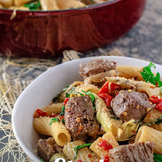 Steak Arugula Pasta with Garlic White Wine Sauce.
