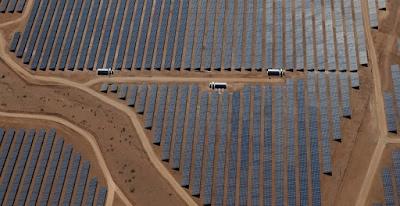Campo com painel solar