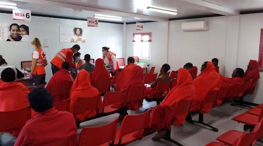 Más de 40 inmigrantes confinados en un hotel de Almería tras dar cuatro positivo