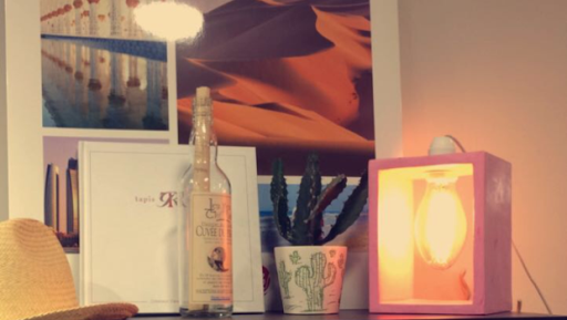 """Lampe """"Boîte"""" en béton ciré de couleur rose"""