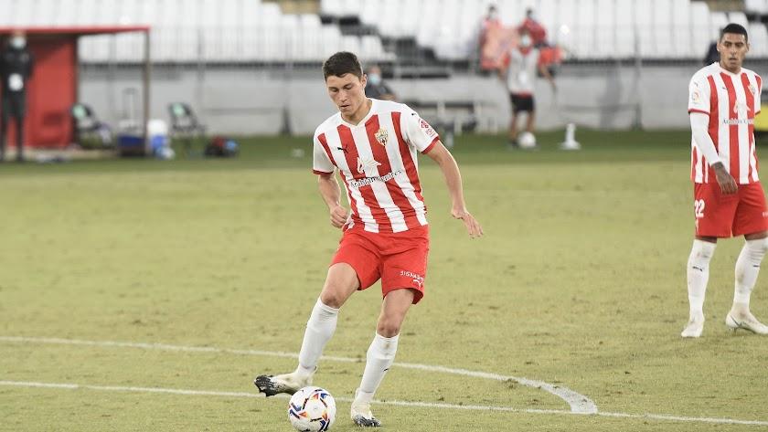 Jorge Cuenca es un jugador clave para el Almería.