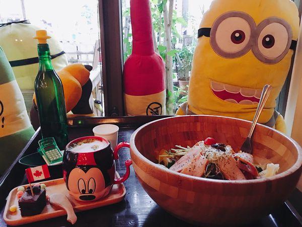 Tank Q Cafe & Bar,迪士尼造型杯,超大木盆沙拉🥗 , 讓可愛玩偶陪你一起放。輕。鬆~