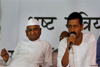Photo: Is Anna Hazare distancing himself from Kejriwal? http://t.in.com/bswd