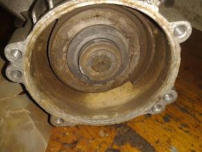 Photo: Este es el extremo del motor, con su eje, aquí va el rodamiento, está inclinado, para hacer un movimiento oscilatorio.