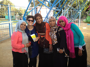 Photo: Sudanese girls ask for taking fotos with us