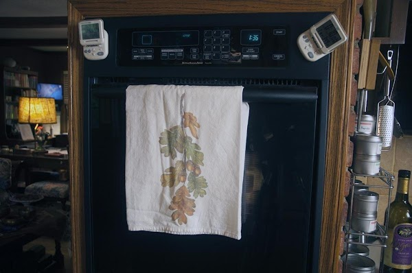 Place a rack in the middle position, and preheat oven to 375f (190c).