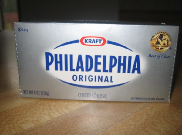 Cream together cream cheese and powdered sugar. Spread creamed mixture in a dish.