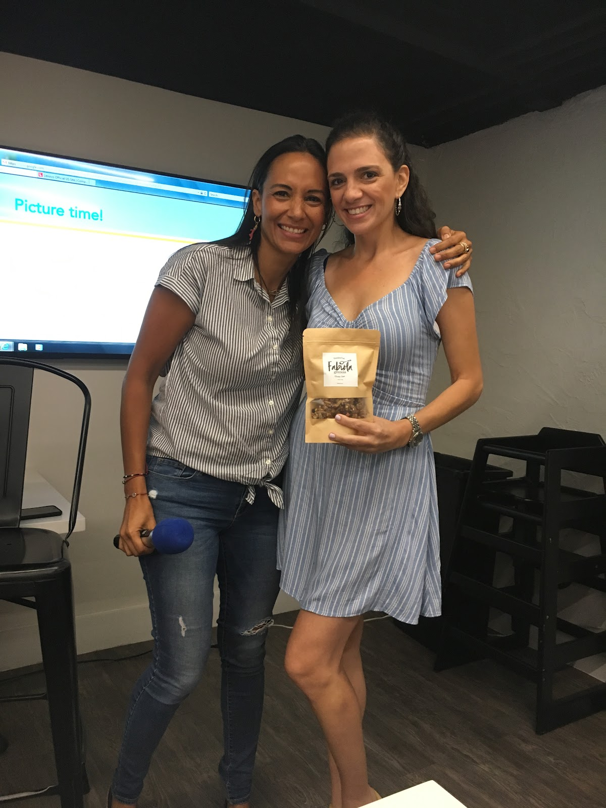 Wendy A wins the giveaway of a pack of Fabiola Granola at the South Florida Mom Bloggers', Connecting Through Storytelling, August Meetup