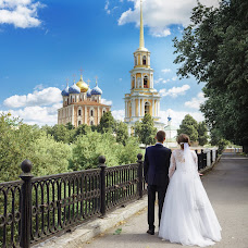 Wedding photographer Olga Smirnova (photoandlove). Photo of 03.10.2017