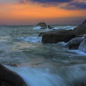 perfect sunset by Varunraj Reddy - Landscapes Waterscapes ( #kanyakumari, #naturebeauty, #waterscapes, #indiancapture, #longexposure, #sunset,  )