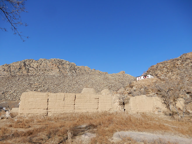 破壊されたままの壁