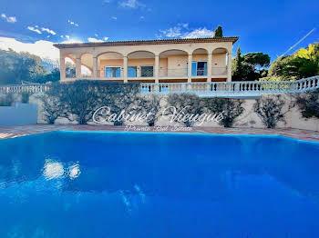 Villa 8 pièces 365 m2