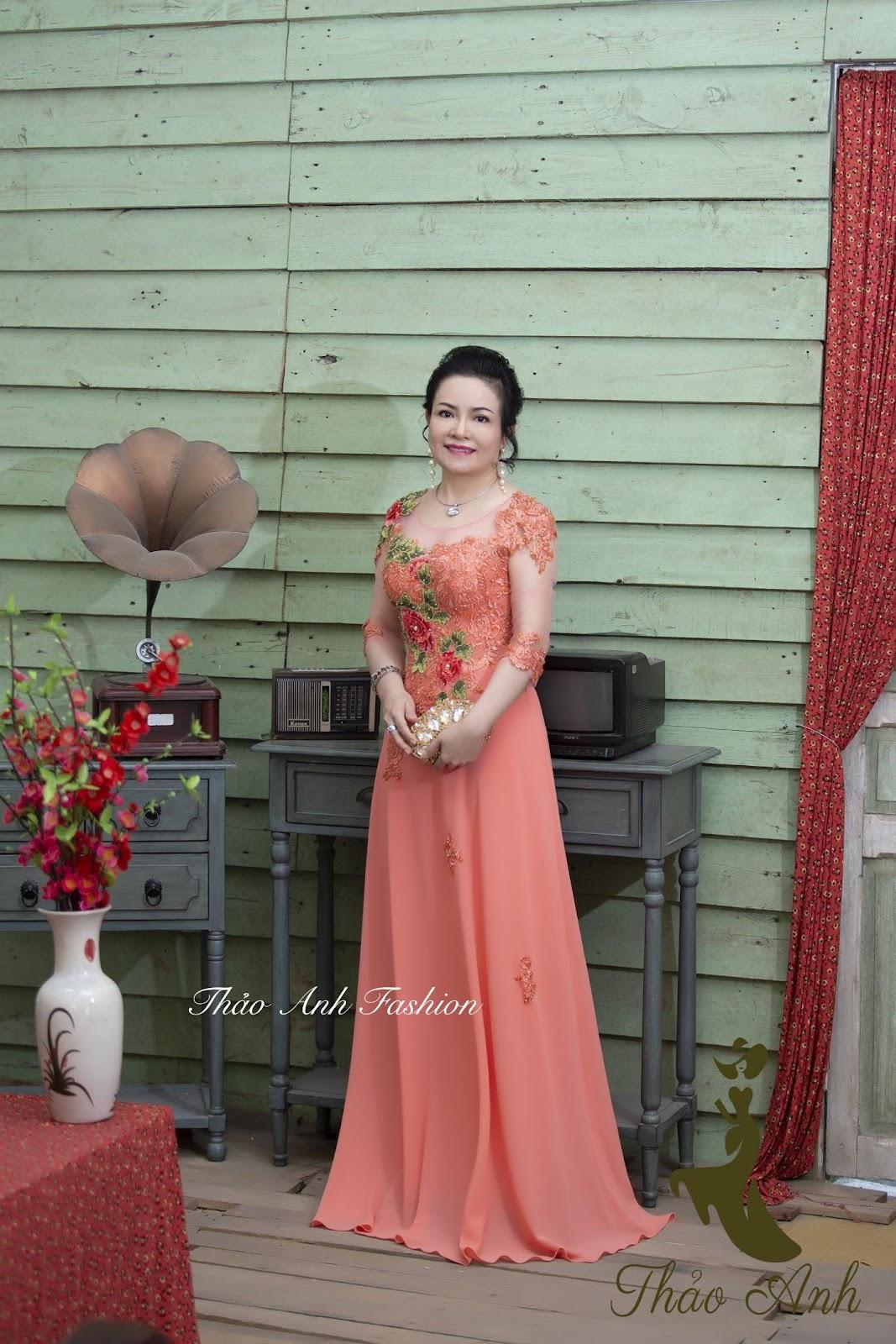 Làm thế nào để chọn đầm dạ hội trung niên phù hợp vóc dáng nhất?