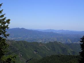 左から音羽山・竜門岳・貝ヶ平山・額井岳など(手前は登ってきた大谷山と尾根)