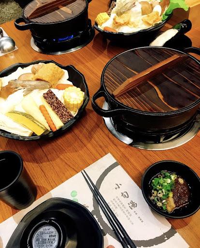 番茄鍋湯頭非常清甜,蔬菜也很新鮮 價位也非常親民,服務也很周到👍