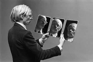 "Photo: Andy Warhol ""au trois miroirs"", 1977."