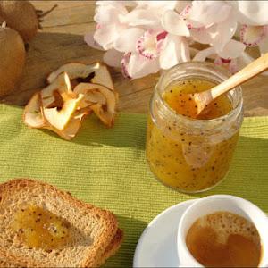 Compote of Kiwi, Apple and Cardamom