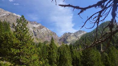 Photo: Allí, en el centro, el collado de Eriste, a 2860 metros, el siguiente objetivo.