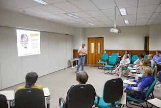 Photo: Dr. José Gustavo Breda discursando sobre DSTs