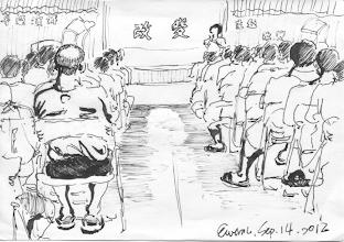 Photo: 小禮堂的講座2012.09.14鋼筆 監獄在小禮堂安排了一系列講座,但三百位收容人裡認真聽的聊聊可數,對收容人來說這種大堆頭的活動比較像演戲,而他們是心不甘情不願地配合演出。