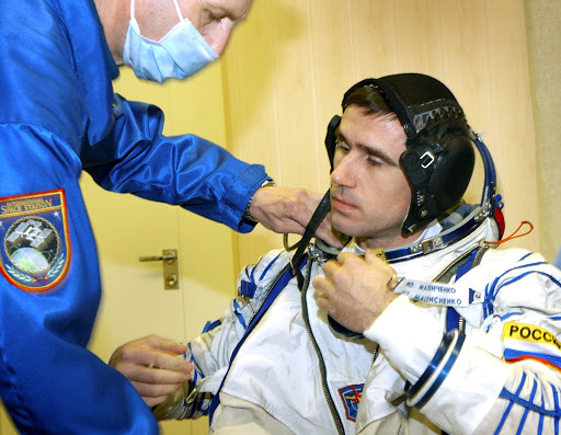 Astronaut Ed Lu prepares for ISS Expedition Seven mission.