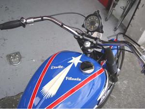 """vue du dessus de la Triumph """"Etoile Filante"""" en sortie d'atelier chez Machines et Moteurs"""