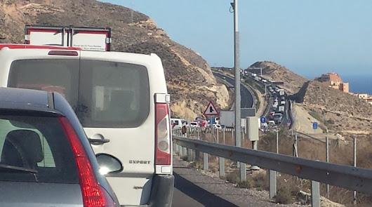 Cuatro heridos en El Ejido tras chocar con un sofá en la autovía A-7