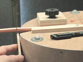 Photo: tracage du cintre comme on travaille en axe il faut réajouter une 1/2 épaisseur soit 5mm pour du tube de 10
