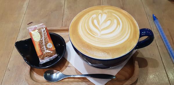 咖啡不錯喝,檸檬派也很好吃