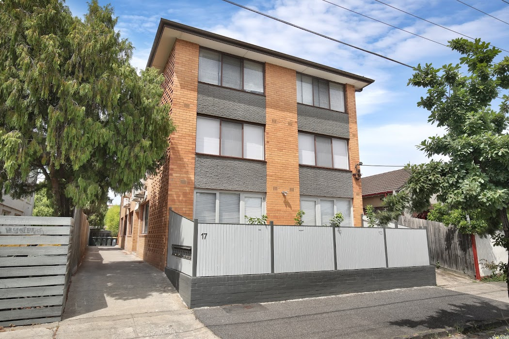 Main photo of property at 1/17 Oak Grove, Ripponlea 3185