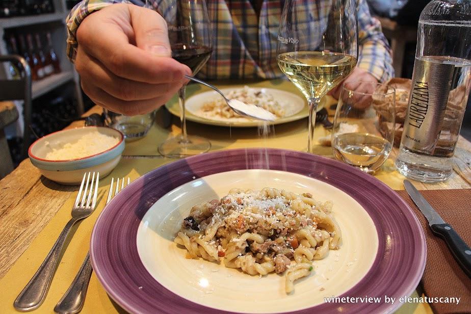 wine, italian wine, vino, vino italiano, distribuzione vino, piazza del vino, ristorante piazza del vino firenze, ristorante firenze, pasta, restaurant florence