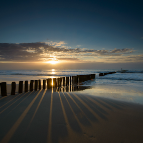 Zeeuwse Zonsondergang by Robert van Brug - Landscapes Sunsets & Sunrises ( clouds, shore, zeeuws vlaanderen, shadow, sunset, sea, surf, poles, zeeland, sun )