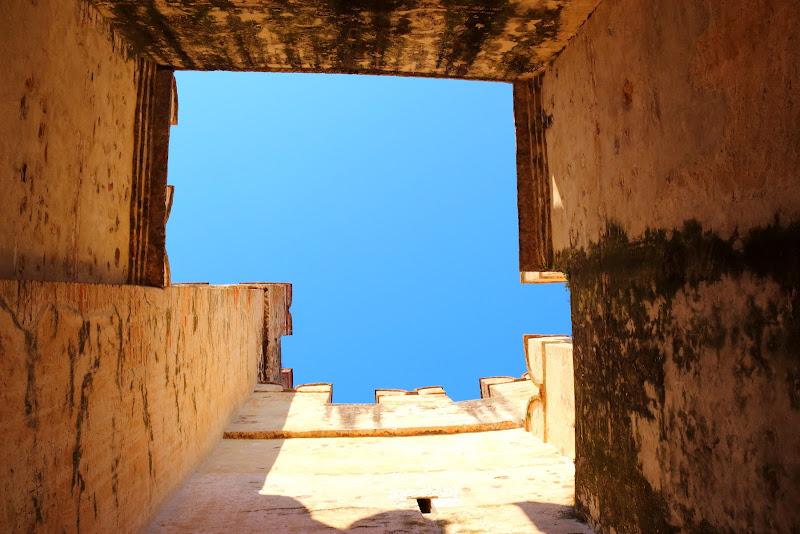 Oltre le mura il cielo Blu di Mado88