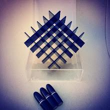 Photo: Porta-Batons: Caixa externa em acrílico cristal, grade interna em acrílico preto com 36 nichos removíveis para batons. Dimensões 17 cm x 17 cm x 9 cm. Solte sua imaginação: esta peça é somente referência e pode ser totalmente personalizada para você! *valores sofrem alterações, faça seu orçamento: Acrilico.LB@Gmail.com*