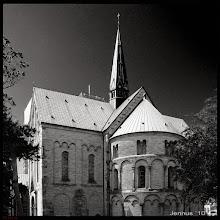 Photo: Der Dom zu Ribe (auch: Dom zu Ripen), dänisch Ribe Domkirke, auch Vor Frue Kirke Maria genannt, ist der einzige fünfschiffige Kirchenbau und die älteste Domkirche des Landes Dänemark. Um 860 gründete der Apostel Ansgar hier die erste Kirche. Das Bistum Ribe wurde 948 gegründet. Um 1100 begann man mit dem Bau der Steinkathedrale zur Amtszeit des Bischofs Thure.