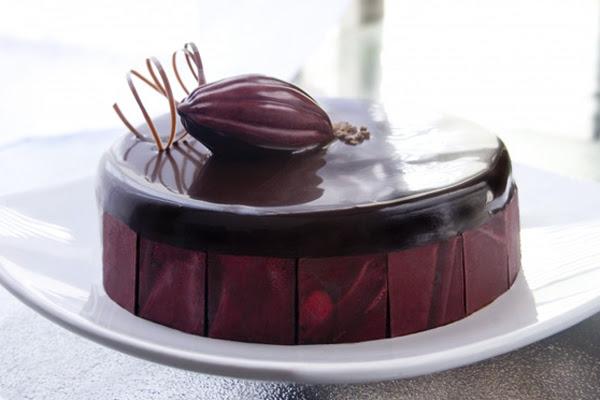 Biscuit de Chocolate com Creme Inglês e Mousse
