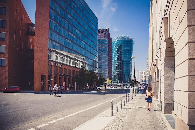 Istantanea di un giorno comune a Berlino. di 4Cortesy
