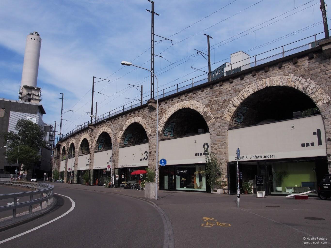 Im Viadukt Zürich (Le petit requin)