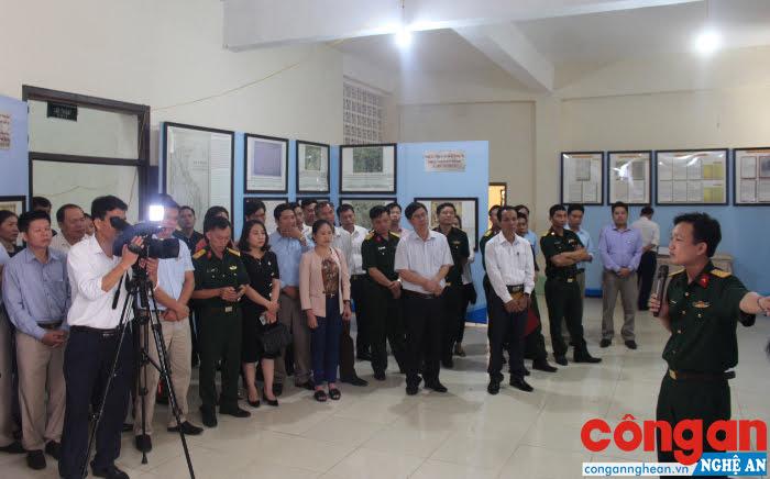 Các đại biểu được giới thiệu về những bằng chứng pháp lý về Hoàng Sa, Trường Sa là của Việt Nam
