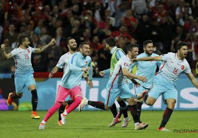 Turkije doet wat het moet doen en mag nog steeds dromen van achtste finales