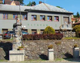 Photo: Davle, pamätník