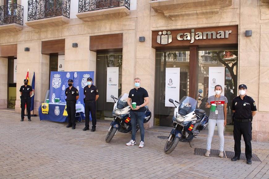Mesa petitoria de la Policía Nacional ubicada en la Puerta de Purchena.