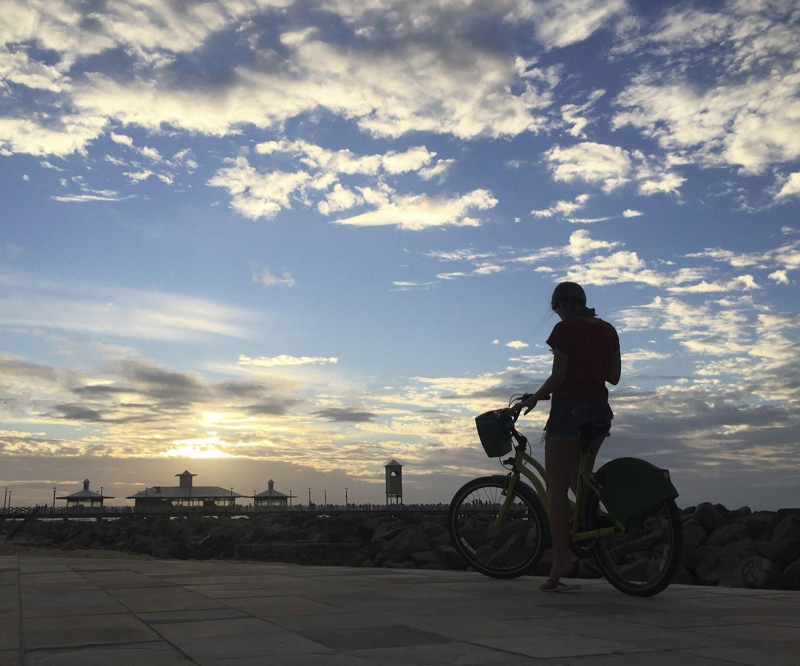Optar pela bicicleta pode trazer experiências de prazer ao vivenciar a cidade com mais liberdade. (Fonte: Shutterstock)