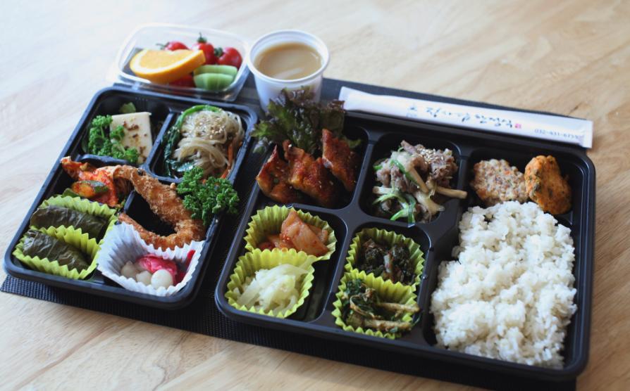Bento, ración de comida sencilla preparada para llevar.