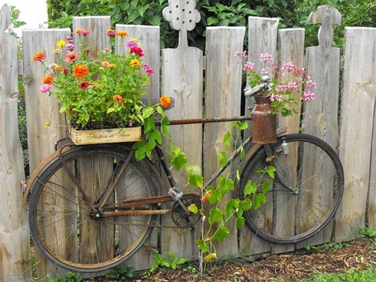 kolo na plotě